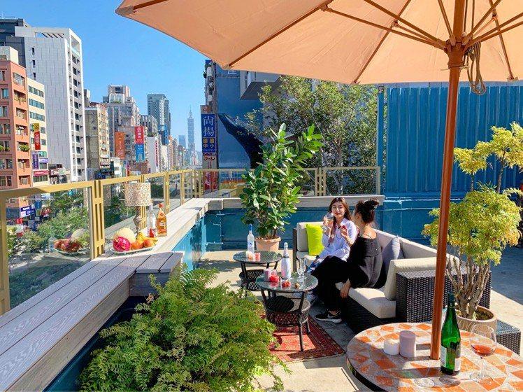 新開放的五樓空間,打造出露天用餐區。圖/Toasteria Café提供