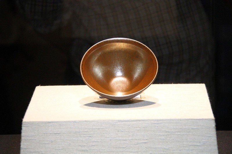 展出作品之一,金絲兔毫敞口茶碗。圖/佛陀紀念館提供