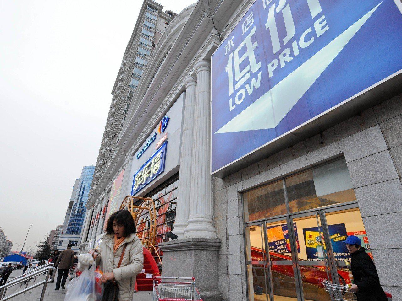 大陸連鎖零售龍頭蘇寧易購以現金人民幣48億元收購家樂福中國80%股份。圖為家樂福...