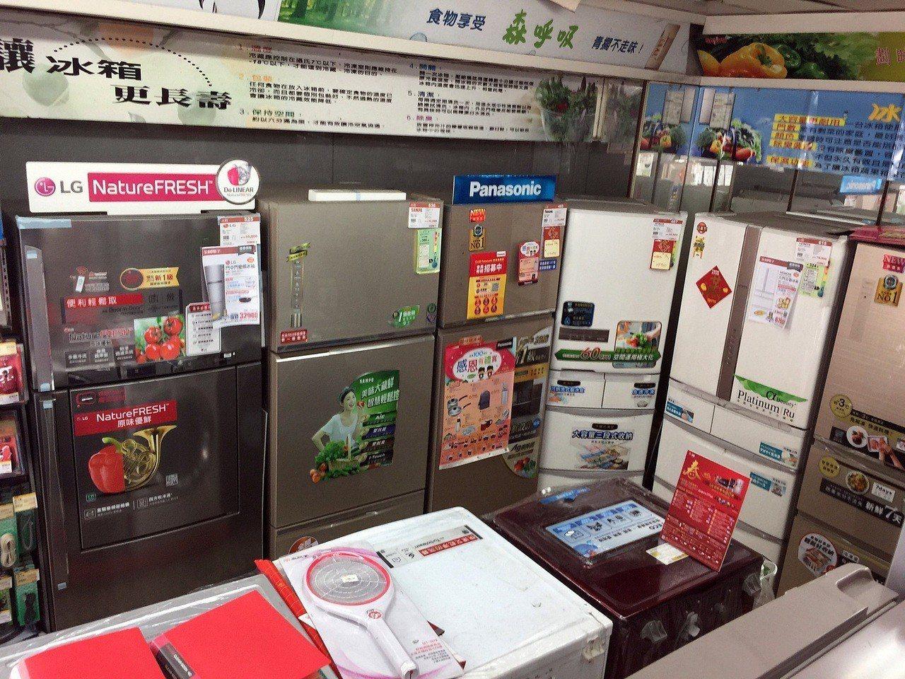 經濟部能源局獎勵民眾汰換節能冰箱、冷氣機,每台最高皆補助3000元,每家戶不限台...