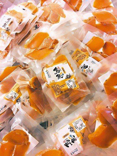 竹北市烏魚子產量15萬尾,產業升級、加工包裝成一口酥,打開就能現吃,大獲好評。 ...