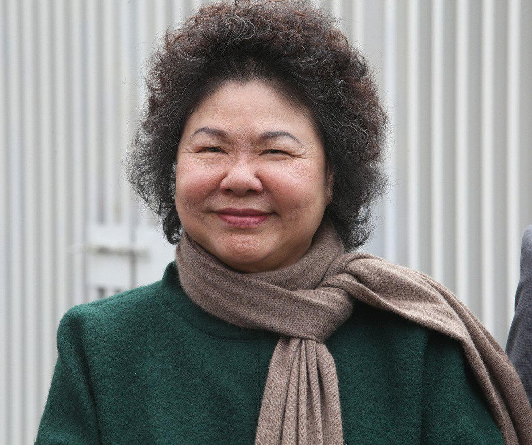 總統府祕書長陳菊不論穿什麼,都愛配上一條圍巾。  圖/聯合報系資料照片