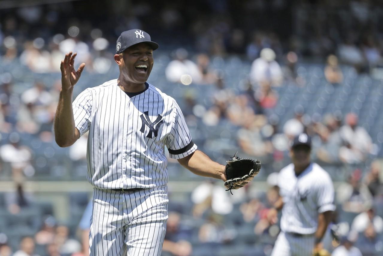 洋基老球星日,李維拉重返洋基球場還秀「二刀流」身手。 美聯社