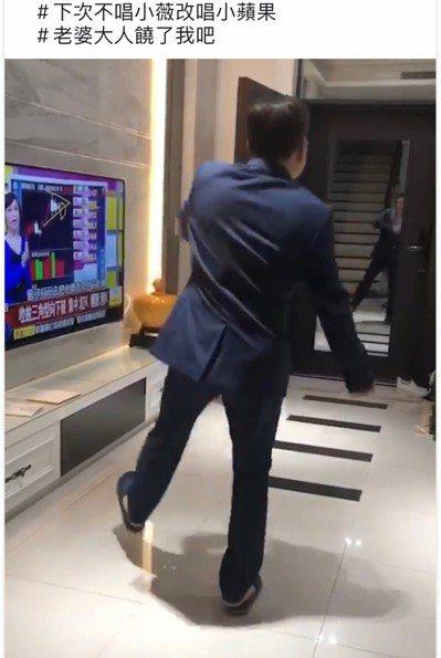 台灣自來水公司董事長魏明谷在臉書秀了一段跳小蘋果的影音。記者林宛諭/翻攝