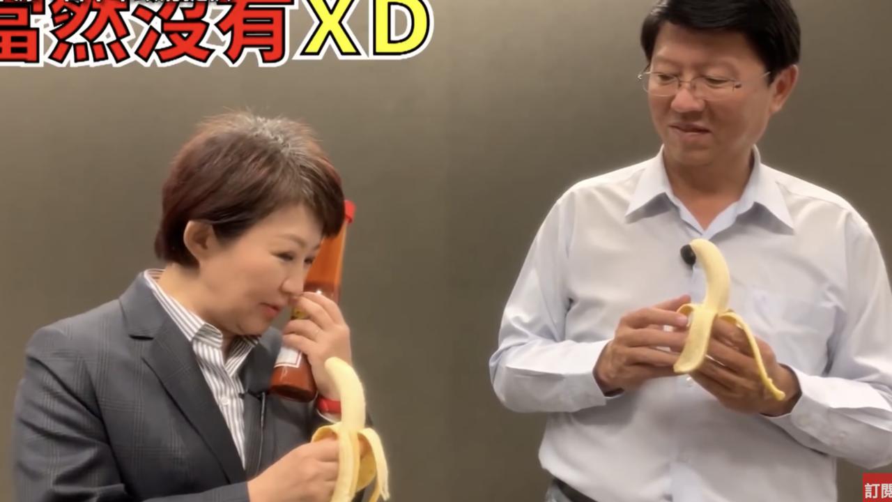台中市長盧秀燕(左)與網紅台南市議員謝龍介,直播玩遊戲罰吃香蕉沾辣醬。圖/擷自臉...