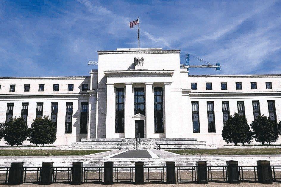 美國Fed降息壓力愈來愈大,世界主要央行可能跟進,引動全球降息潮來襲。 本報系資...