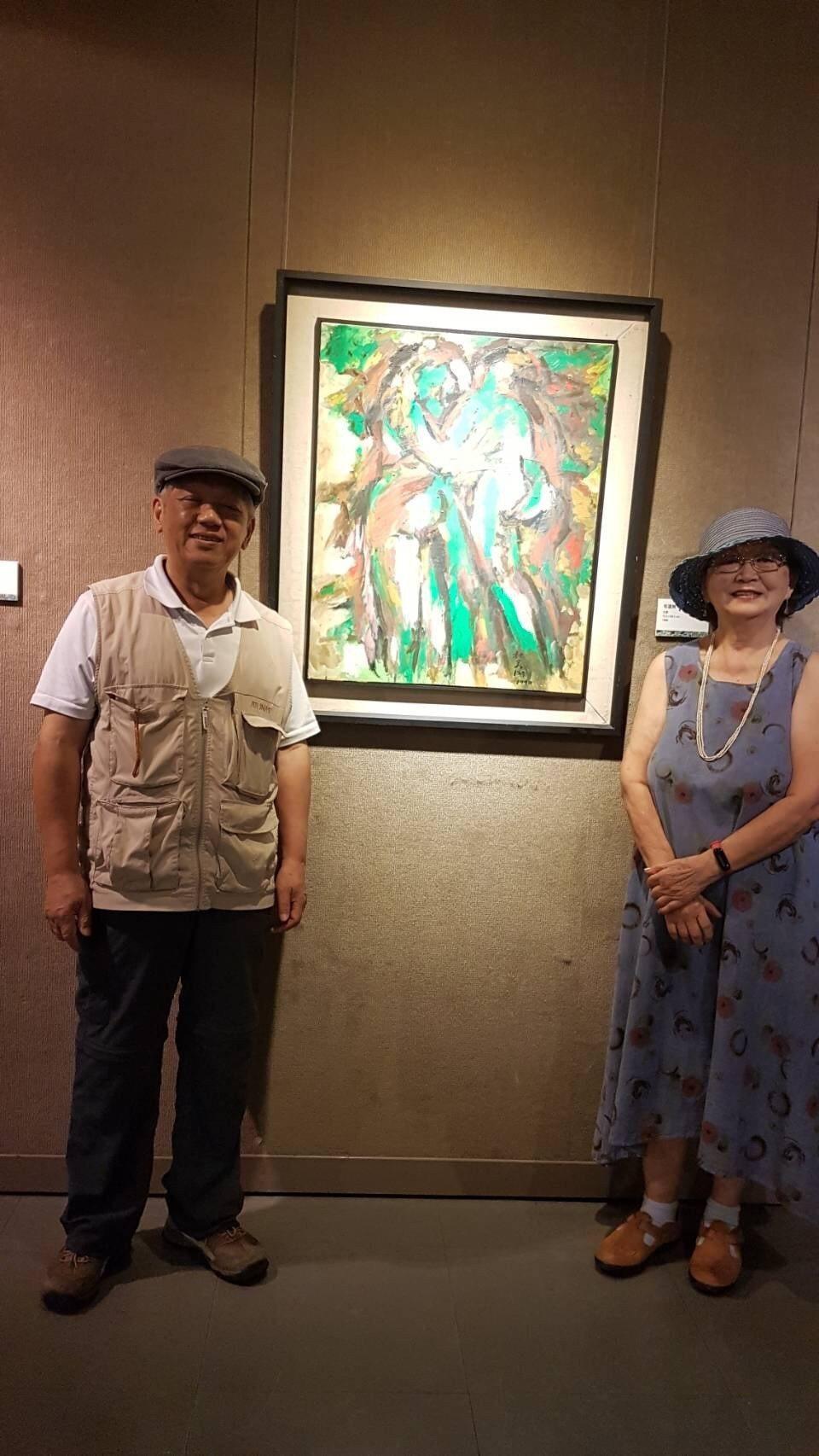 桃園市美術協會榮譽理事長黃哲夫(見圖左)及策展人鍾光華。桃園市美術協會/提供