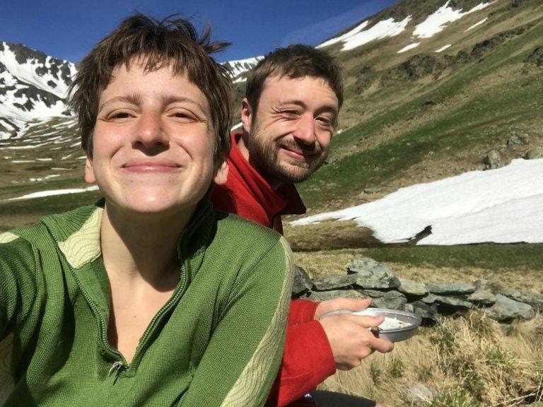 鮑爾與女友布思前往羅馬尼亞的喀爾巴阡山脈行山。(51新聞圖片)