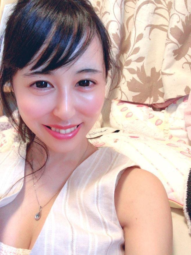 AV女優一花琴音周日在Twitter上表示,愛田飛鳥已在今年初跳樓自殺身亡。(T...