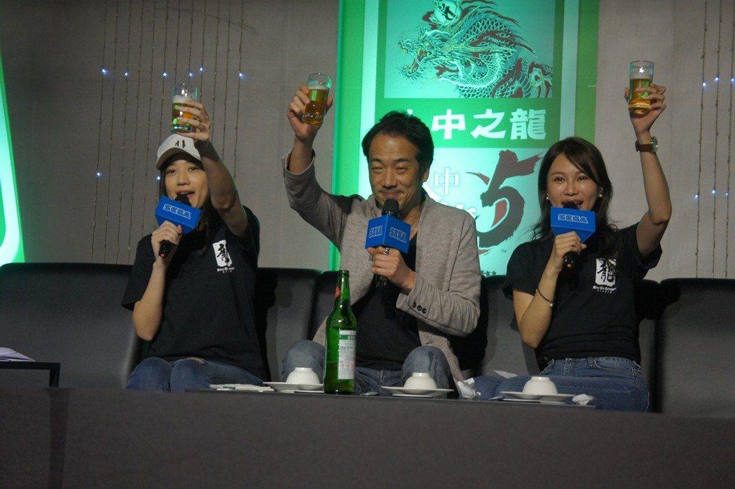 大家舉杯慶祝《人中之龍5》中文版發售啦~~~!