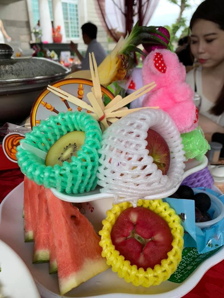 網友分享雲林流水席的水果盤。圖擷自爆廢公社
