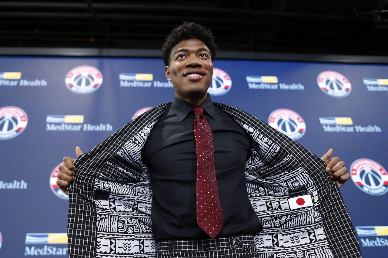 八村壘成為史上首位透過選秀進入NBA的日籍球員,其名聲在日本當地來到前所未見的高...