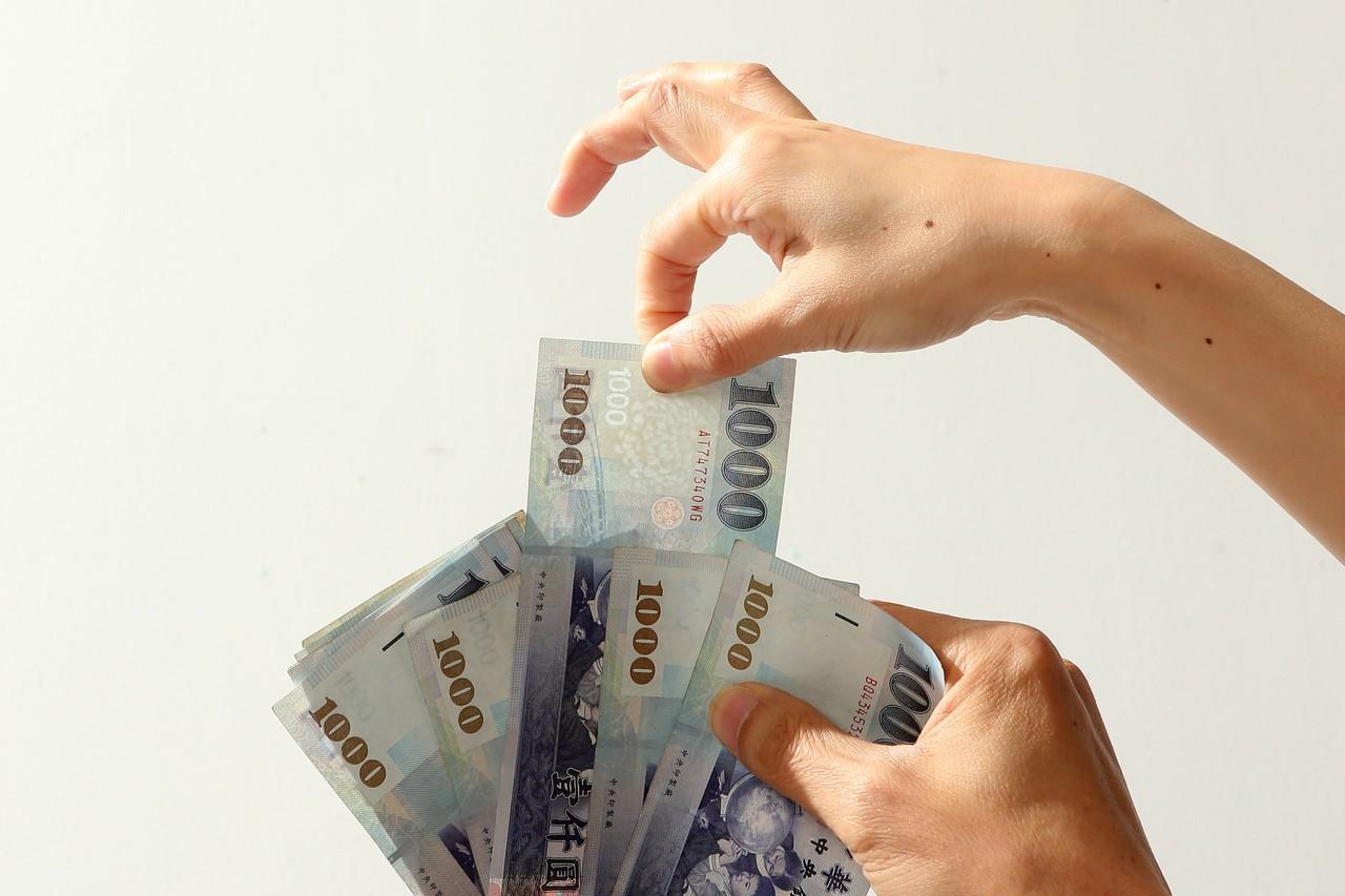 晚期投保薪資變低,選擇一次請領相對不利。圖/聯合報系資料照片