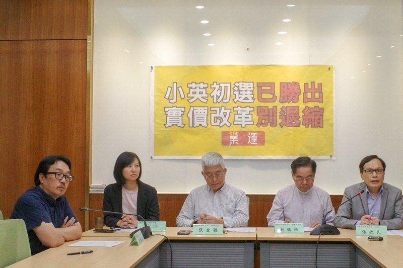 6月17日,巢運號召多個民團召開記者會,呼籲蔡總統應堅持改革理念,排審實價登錄2.0法案。 圖/OURs都市改革組織提供