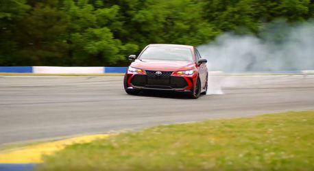 影/想讓前驅爸爸車Toyota Avalon甩起來?只須改一個部件就能得意的飄!