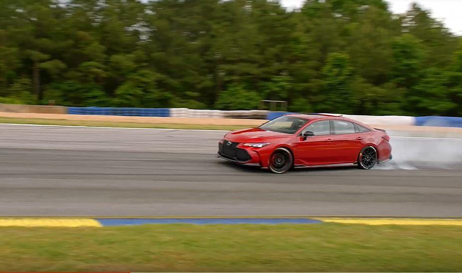 3.5升V6引擎配上前輪驅動也是能飄起來的。 摘自Toyota USA