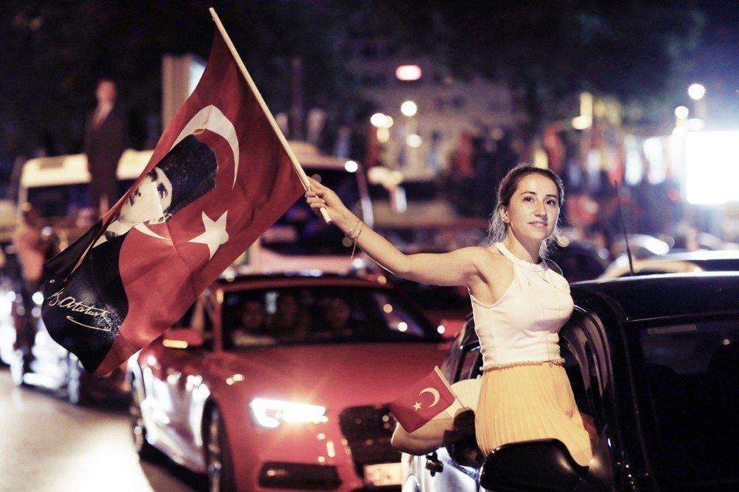 土耳其23日舉行了第一大城伊斯坦堡的「第二次市長大選」。代表反對陣營的「共和人民...