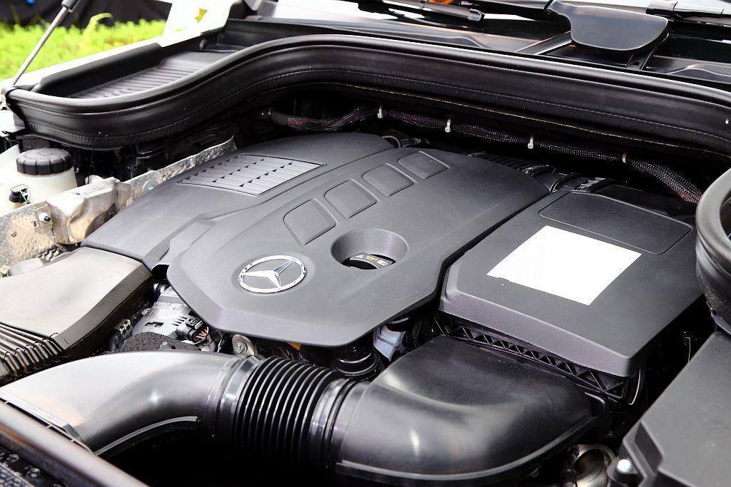 最入門的賓士GLE 300 d 4MATIC搭載2.0L直列四缸共軌直噴柴油渦輪...
