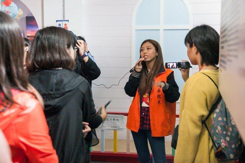 觀光系學生修讀旅行業菁英人才培育學程。 嘉藥/提供