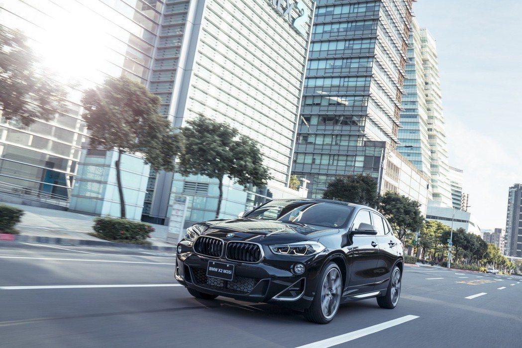 全新BMW X2 M35i將其強勁性能動力實際體現於外觀設計。 圖/汎德提供