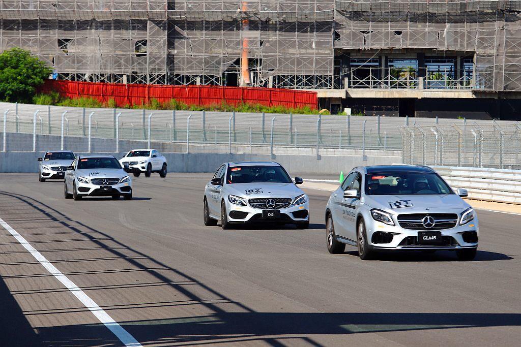馬力與加速都更帶勁的賓士AMG車款,更提供兩圈體驗時間且還行經大直線高速路段。 ...