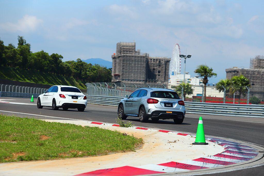 繞行賽道體驗,讓學員完整繞行賽道數圈。 記者張振群/攝影