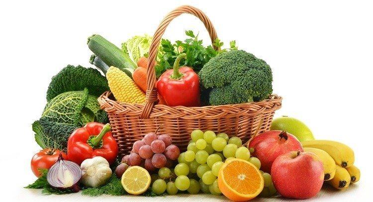 衛福部國健署長期宣導天天五蔬果,不過中醫師表示,吃水果的同時要注意體質。圖/12...