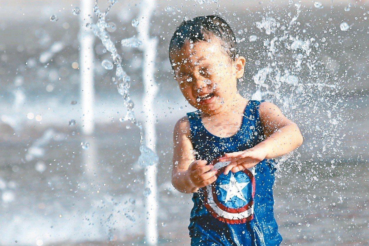 太平洋高壓已經逐漸茁壯穩固,明天鋒面北抬,預期台灣的梅雨告一段落,典型的夏天正式...