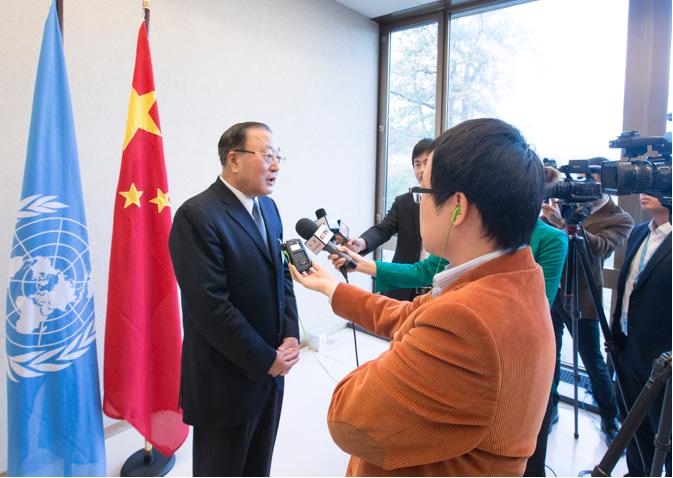 外交部部長助理張軍(左一)表示,G20大阪峰會不會且不允許討論香港問題。 (新華...