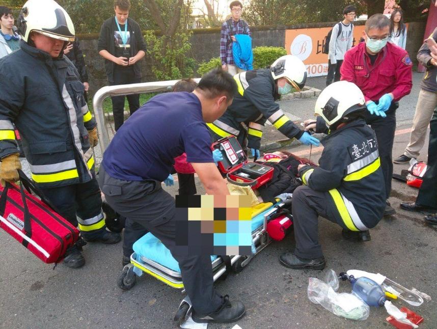 張姓女大生遭公車撞擊,受有重度多重鈍創死亡。記者蕭雅娟/翻攝