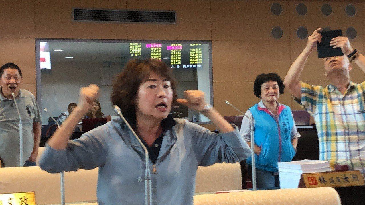 台中市議員怒轟民進黨議員請市府團隊離席,監督失格。記者陳秋雲/攝影