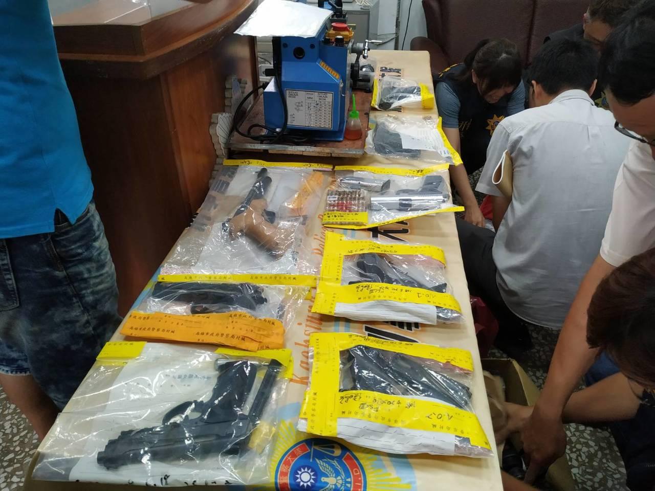 高雄市警察局刑警大隊執行為期一周的掃黑檢肅,查獲1幫派組合、2處非法槍械改造工廠...