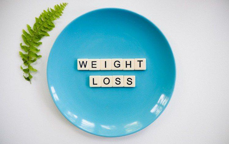 定時定量的吃飯,反而對減肥是有幫助!圖/摘自 pexels