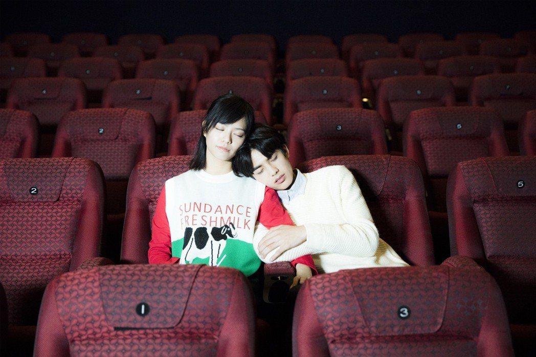 由宋芸樺、宋威龍主演的「我的青春都是你」在大陸首週末票房已賣破千萬人民幣。圖/群...