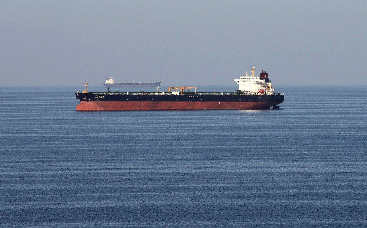 荷莫茲海峽為全球重要的石油運輸要道。路透