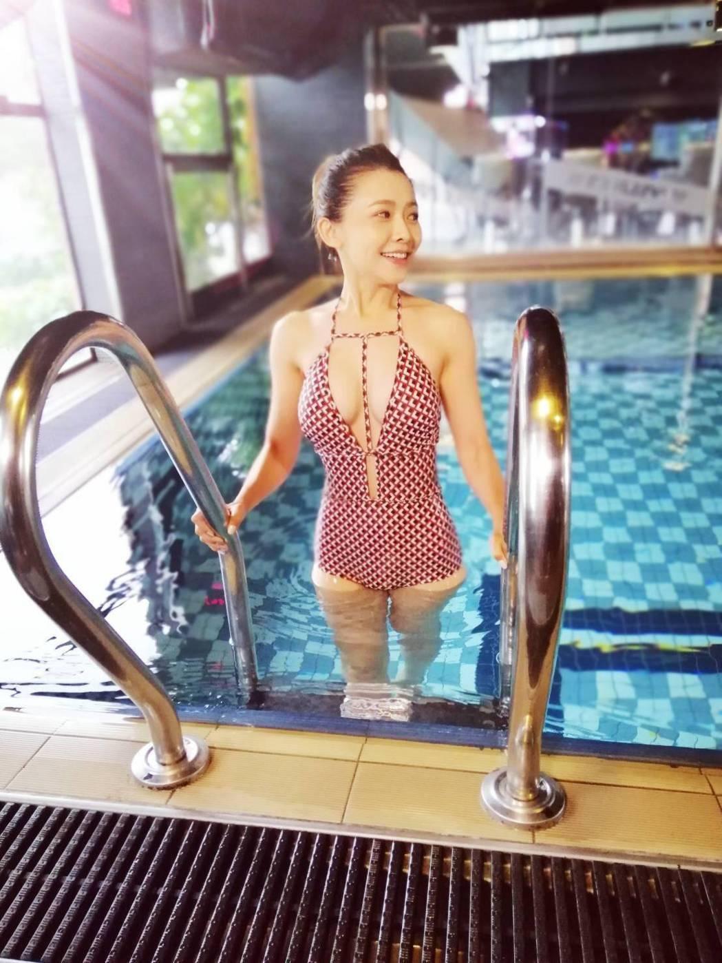 吳婉君穿上破尺度性感泳裝。圖/三立提供