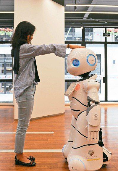 近年上海市楊浦區大力發展人工智能產業,打造智能產業園區。 (新華社)