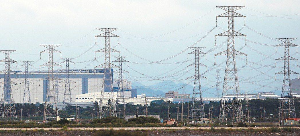 能源怎轉型 未來幾年將有大量台商因中美貿易戰回流,工業用電能否滿足廠商需求還是未...