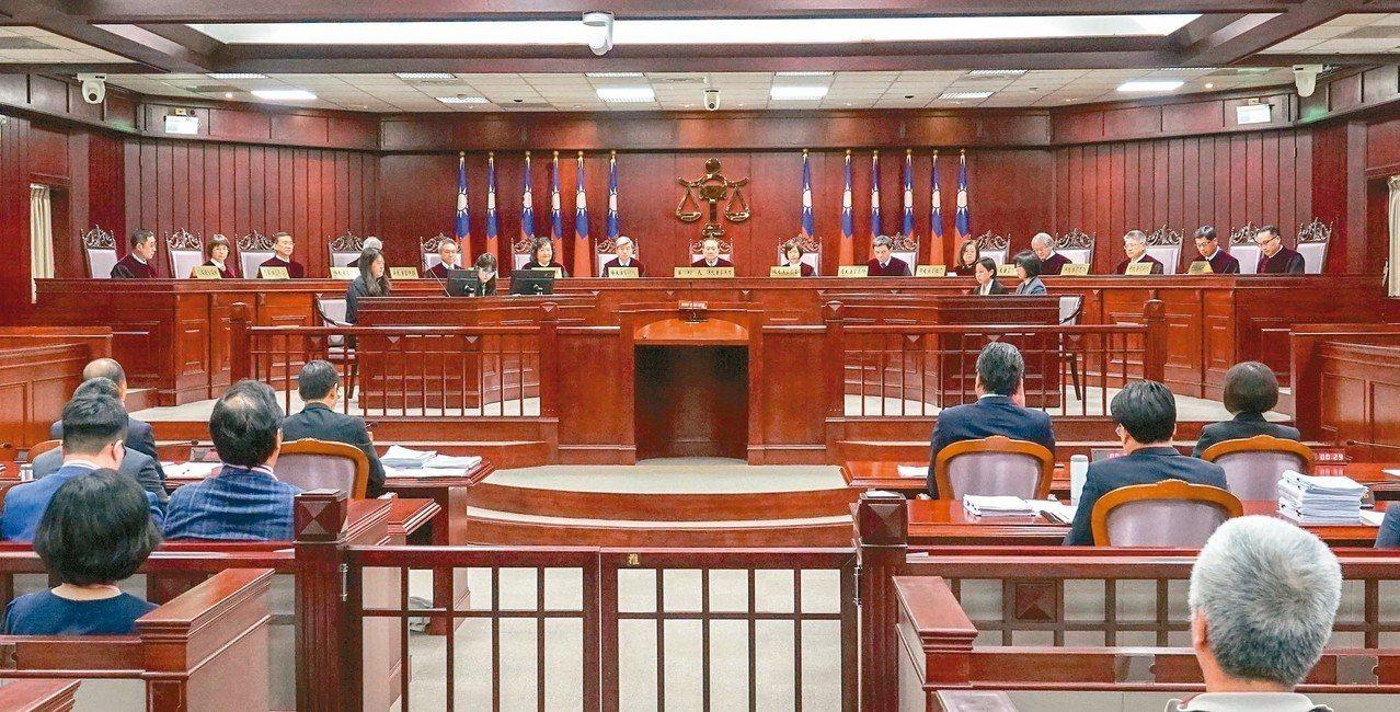 軍改釋憲案昨天言詞辯論,雙方代表激烈交鋒。 記者鄭超文/攝影