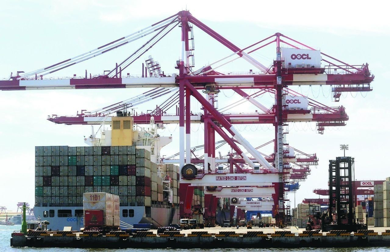 經濟部統計處25日公布5月工業生產指數,年減3.05%,主要是受全球經濟趨緩,以...