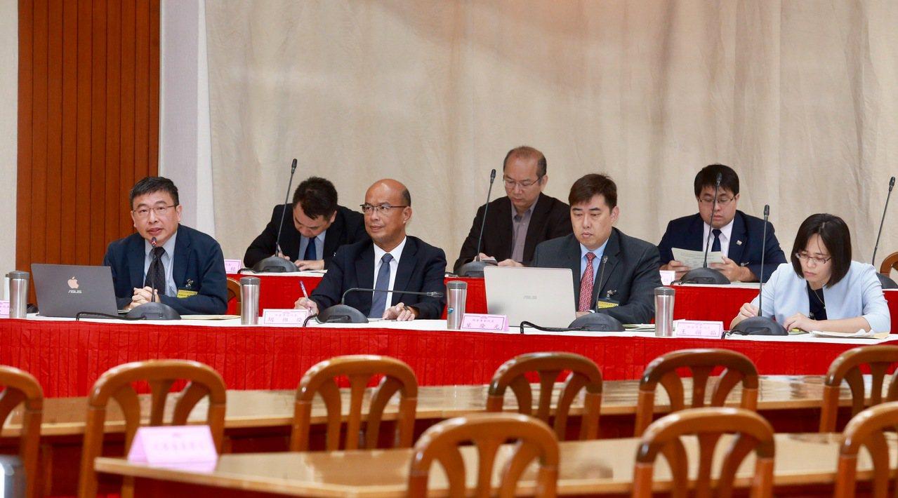 立法院昨天舉行「行使司法院大法官同意權案」公聽會。 記者黃義書/攝影