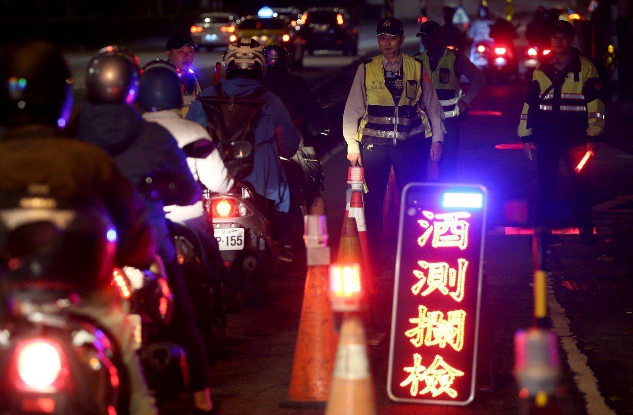 7月1日起酒駕修法重罰將生效,除提高罰鍰、沒入車輛,新增連坐罰,自行車酒駕超標、...