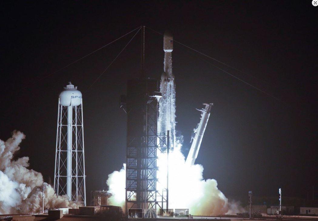 Space X火箭下午攜帶福衛七號衛星由甘迺迪太空中心發射升空。 路透