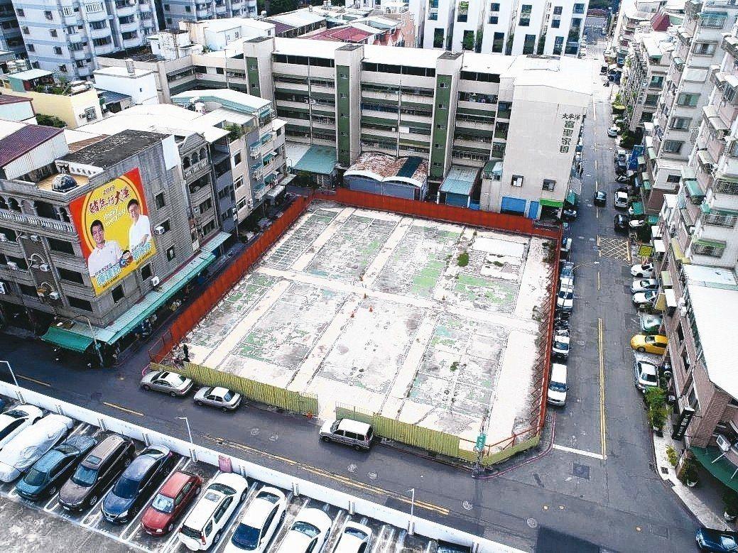 圖中為第14期重劃區442坪的商業區土地,每坪標脫價83萬元,是這次標售的「地王...