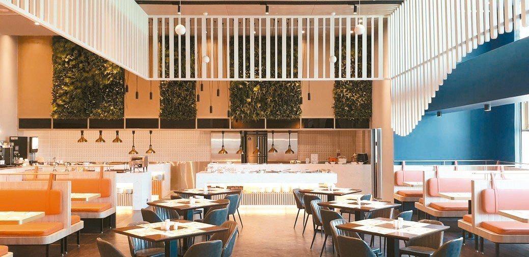 新竹福華改裝後的餐廳,也是適合團體包場的會議空間。 徐谷楨/攝影