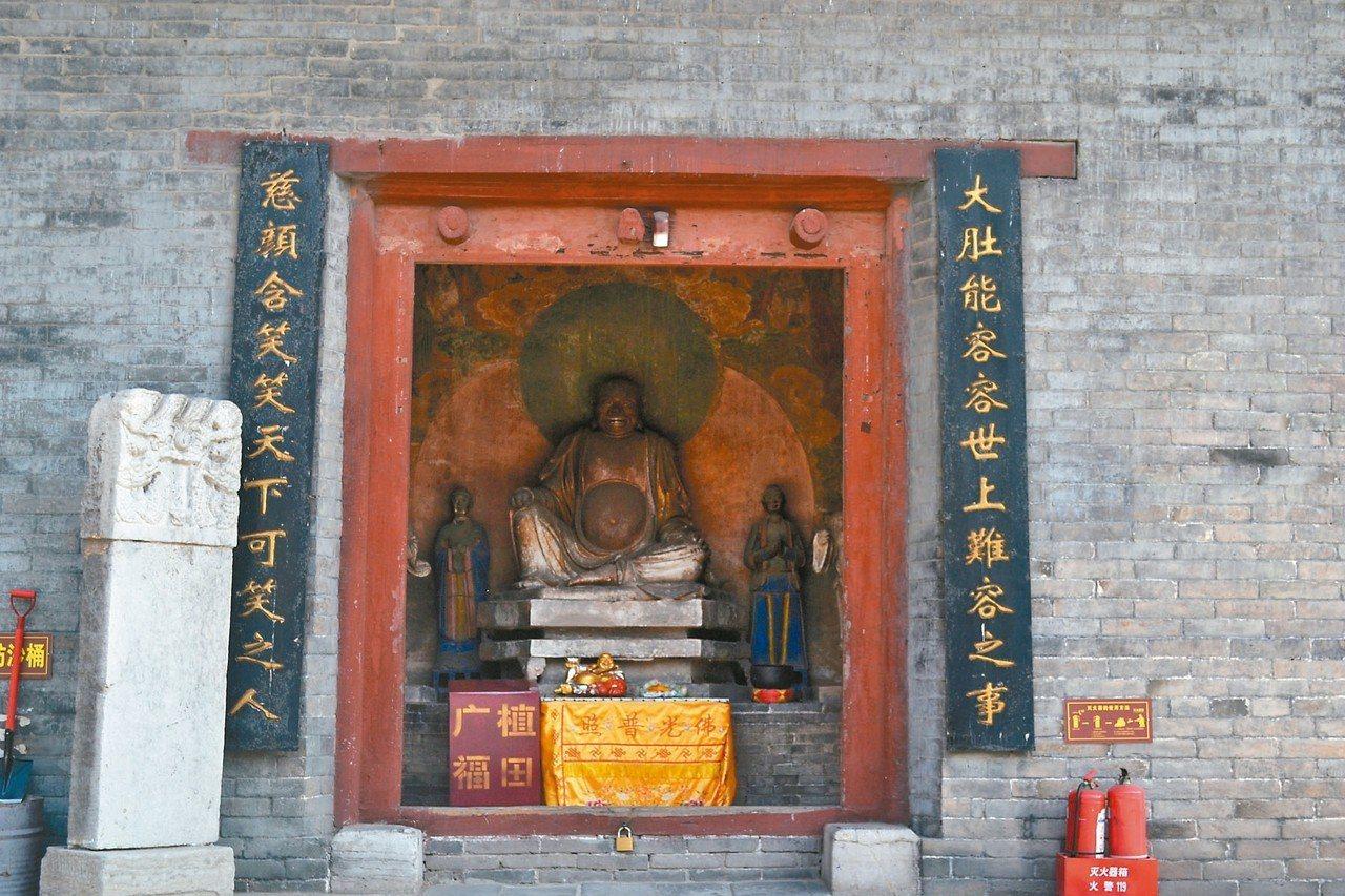 廣勝寺彌陀殿紅色藏經櫃中,發現了極為珍貴的「趙城金藏」。 特派員王玉燕/攝影