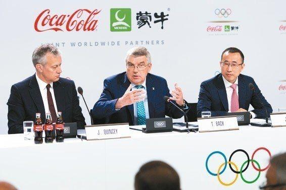國際奧委會24日與可口可樂、中國蒙牛集團簽訂30億美元贊助協議,寫下企業贊助體育...