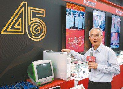 鴻海代理董事長呂芳銘主持45周年回顧暨創新科技展,並導覽8K與5G專利技術與產品...