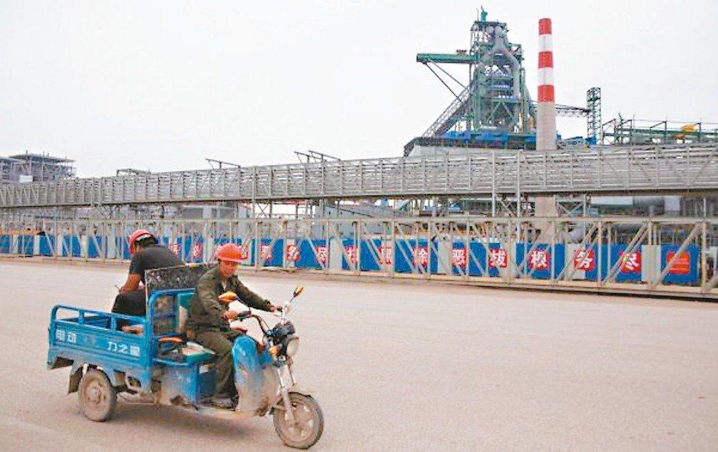 大陸鋼鐵重鎮河北省唐山市將啟動新一輪鋼鐵企業停限產。圖為唐山某鋼廠。 (網路照片...