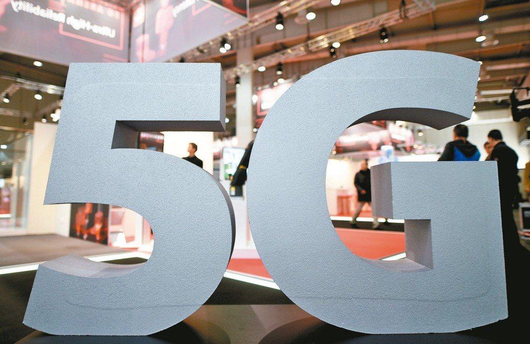 5G釋照競標年底啟動,電信三雄昨日同聲呼籲釋出大頻寬,發揮5G應有的效率。 路透